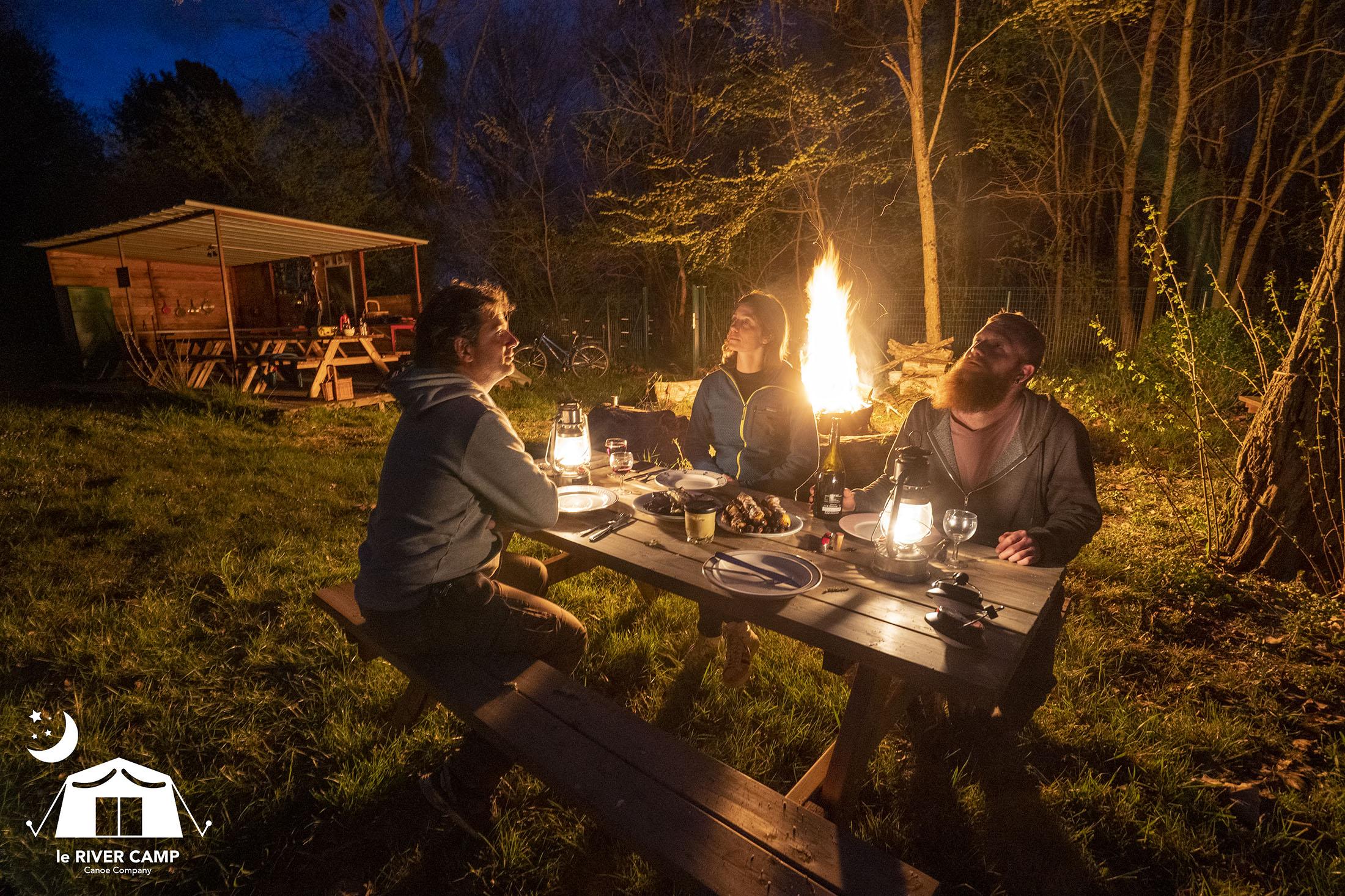 River Camp Canoë Company, espace feu de camp